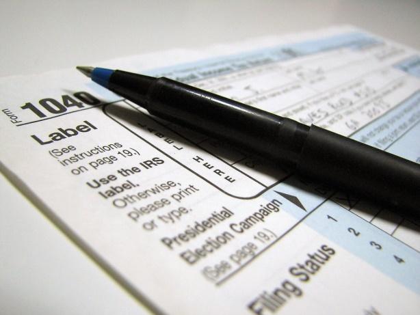How Can Taxes Affect Immigration Cases? | ¿Cómo pueden los reportes de impuestos afectar los casos de inmigración?