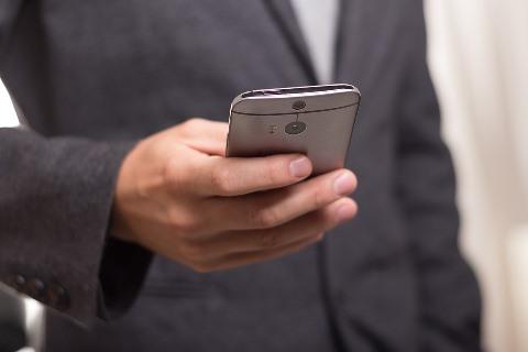Beware of Phone Scams | Cuidado con las estafas telefónicas